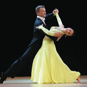 Dance-steps-for-beginners-waltz.