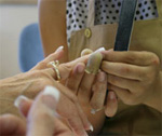 снять акриловые ногти