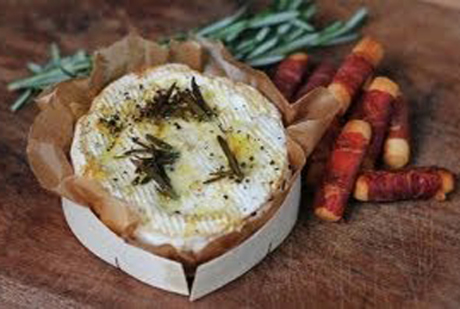 baked-camembert-with-parma-ham-bread