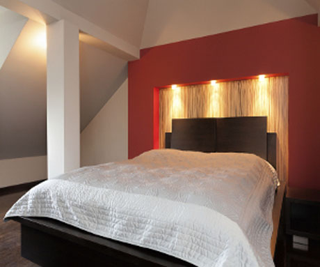 red-bedroom-with-white-ceiling