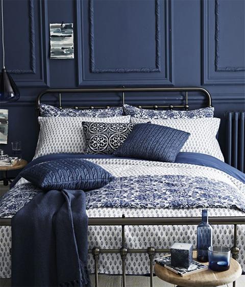 blue-stylish-bedroom