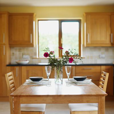 colors-curtains-that-look-best-with-an-oak-kitchen