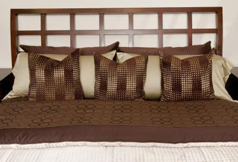 decorate-bedroom-in-brown-cream-gold