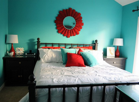 combine-turquoise-and-red-in-bedroom