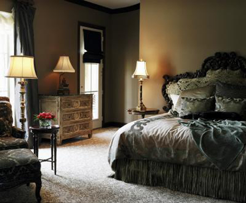 dramatic-headboard-bed