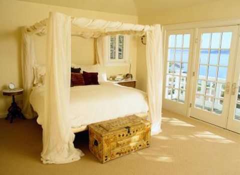 neutral-carpet-complements-virtually-any-bedroom-decor