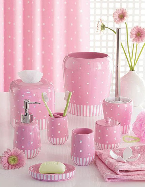 pink-accessories-bathroom