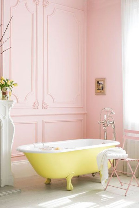 pink-walls-yellow-freestanding-tub