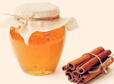 cinnamon-and-honey-in-water