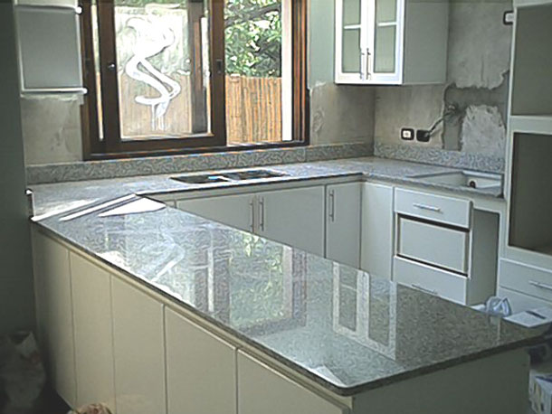 granite-finishes-in-custom-kitchen-countertops
