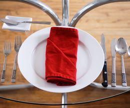 сервировка стола - нож, вилка, ложка
