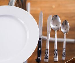 сервировка стола - нож, ложка