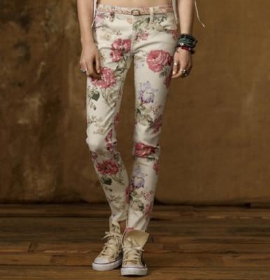 джинсы с цветочным принтом
