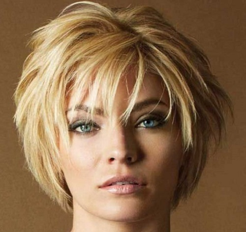 прически на короткие густые волосы