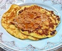 Блины с с арахисовым маслом и медом