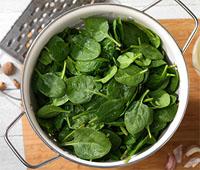 Как приготовить свежий шпинат