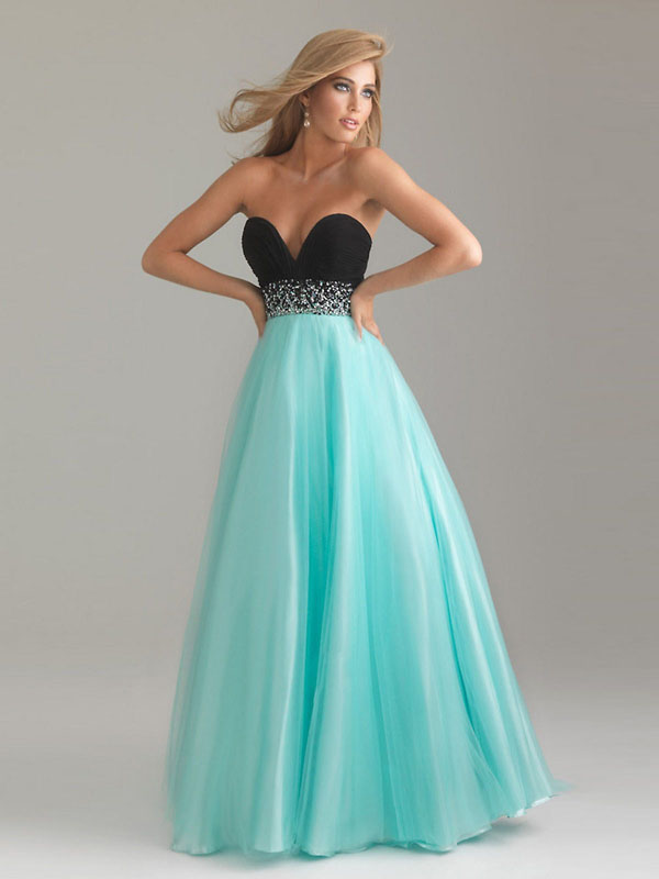 girls-with-slender-prom-dress-2