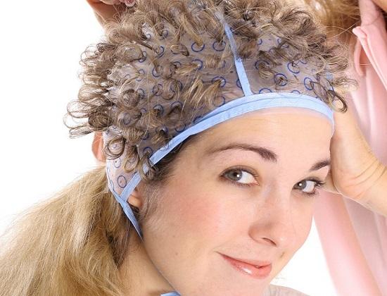 мелирование волос через шапочку