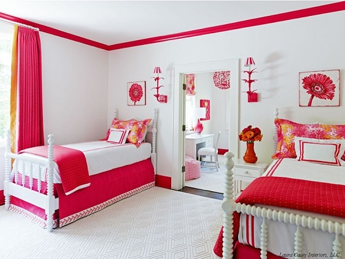 красный цвет комнаты девушки