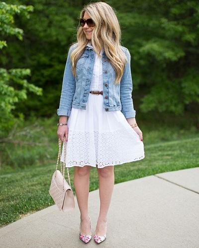 джинсовая куртка с простым платьем